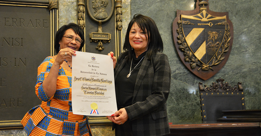 The University of Havana (UH) honored with the granting of the Academic Condition of Doctor Honoris Causa in Social Sciences to Dr. Gloria Bonilla-Santiago